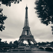 Eiffel Tower black and white Wallpaper